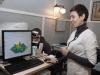 Врач Наталья Евгеньевна Зубарева проводит мультифокальную ЭРГ