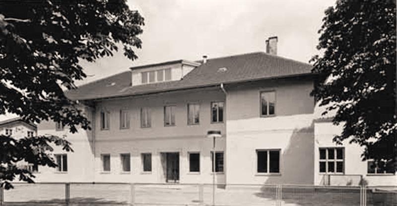 Дом № 7 по Кенталштрассе в городе Хершинг, ставший первым приютом для Heine Optotechnik. Теперь в этом здании располагается штаб-квартира компании