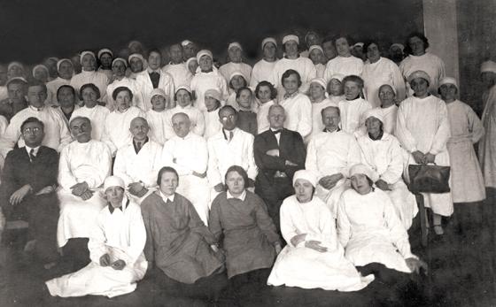 Коллектив больницы в середине 1930-х годов