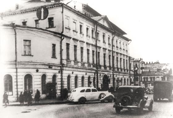 Здание больницы в 1930-е годы