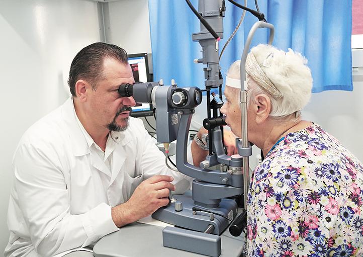 Прием пациентов в мобильном офтальмологическом комплексе