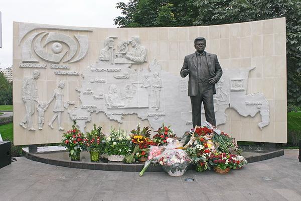 Открыт памятник академику С.Н. Федорову
