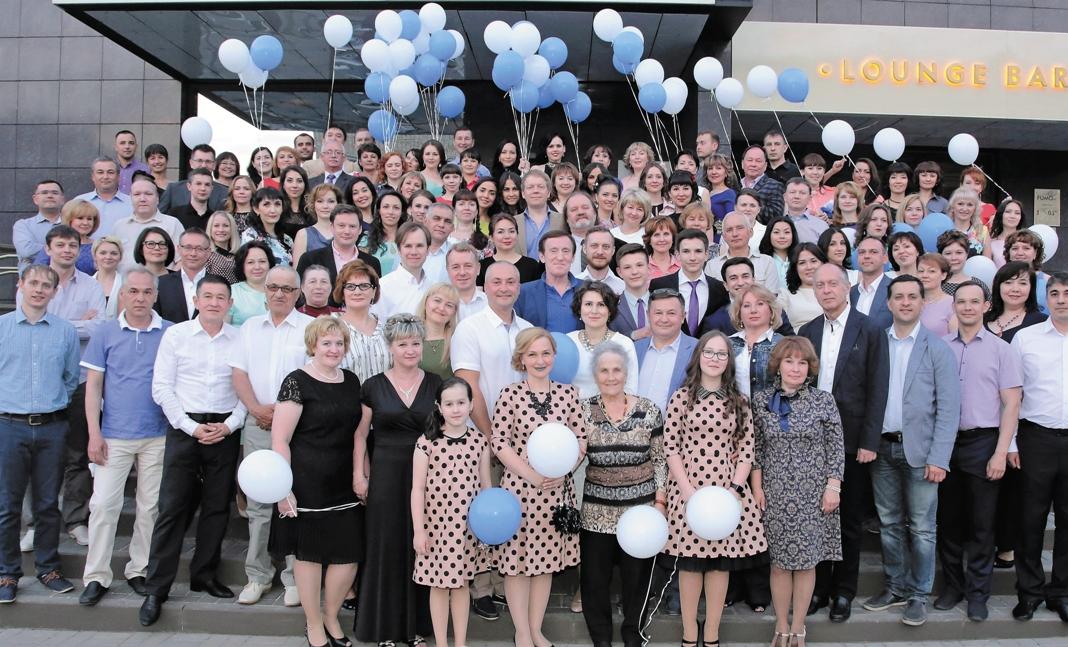 Поздравить Центр микрохирургии глаза «Прозрение» с 10-летним юбилеем приехали друзья, коллеги и партнеры со всей России
