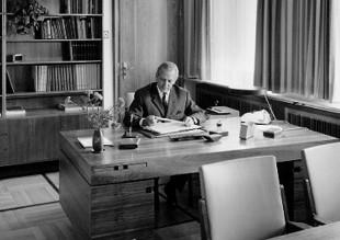 Хельмут А. Хайне за работой. Бавария, Германия, 1965 год