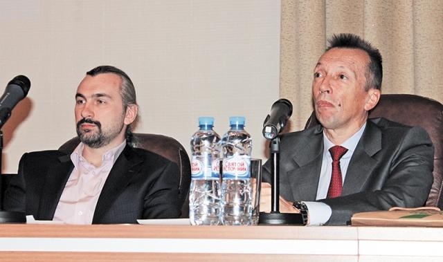 Профессор В.М. Шелудченко, И.А. Новиков (ФГБНУ «НИИГБ»)