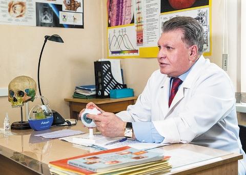 Профессор А.Г. Щуко принимает зачет у студентов лечебного факультета ИГМУ