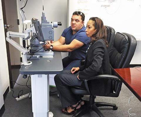 Bogdan Duszynski обучает врача работе на TrueScan